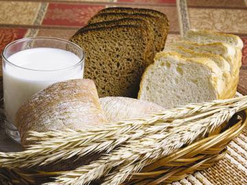 С августа 2010г. ретейлеры не имеют права брать с российских поставщиков бонусы за размещение в своих магазинах хлеба, молока, а также куриного мяса