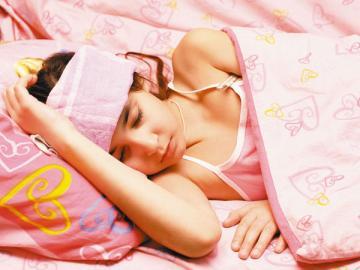 Вызывая врача к заболевшему ребенку, мама, работающая на дому, должна заранее определиться, с какого дня ей открывать больничный