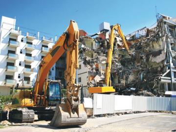 Получение разрешения на ликвидацию здания— дело не менее трудоемкое, чем сами работы по сносу