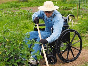 Если ваш сотрудник-инвалид не хочет больше работать, смело расторгайте с ним договор и расставайтесь