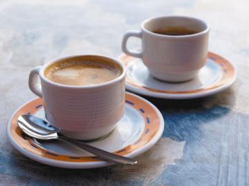 Во многих фирмах сотрудники сами скидываются себе на чай, кофе и печенюшки. Их руководство не хочет покупать это официально: слишком много бумаг требуется оформлять, чтобы потом от проверяющих не было придирок