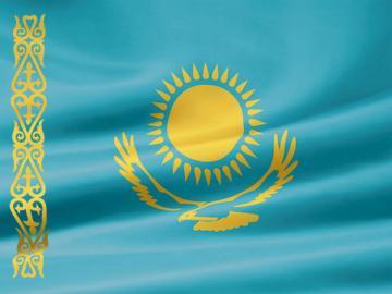 Казахстан— страна, на голубом флаге которой солнце с 32лучами и парящий орел,— один из трех членов таможенного союза
