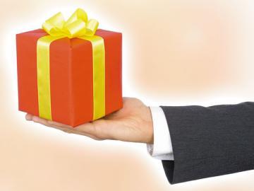 Подарки контрагентам — хорошее дело. Но лучше, если ваша благодарность будет без «налогового ущерба»