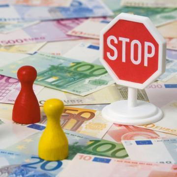 Перегородить инспекторам дорогу к вашим счетам и имуществу может суд. Для этого вам нужно заявить специальное ходатайство — о приостановлении действия решения инспекции
