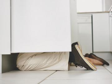 При устройстве на новую работу затерявшуюся трудовую лучше найти. Составлять дубликат по справкам с предыдущих мест работы бухгалтерия в этом случае не обязана