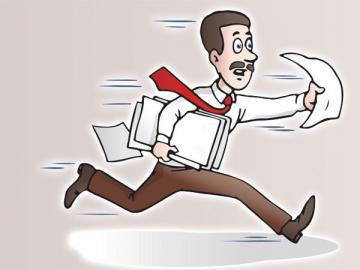 Даже если филиалы от вас не очень далеко, трудовые их работников лучше не хранить в головной организации. Ведь при внезапном увольнении без отработки придется очень поторопиться, чтобы выдать книжку на руки в тот же день
