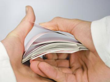 Инспекторы из вашей налоговой могут схитрить, «подсунув» в требование те документы, которых не было в поручении на встречную проверку. Так что всегда сверяйте тексты этих двух документов