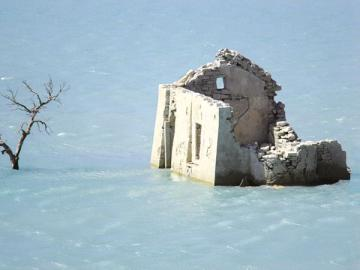 Имущество фирмы сильно пострадало при наводнении? Восстанавливать НДС по нему придется, если не хотите споров с инспекцией