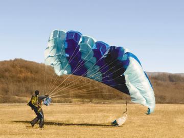 Организуете для желающих прыжки с парашютом{q} Не забудьте зарегистрироваться как ИП