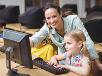 Сегодня работать за компьютером дети учатся с самого раннего возраста. Иу бухгалтера должны быть «компьютерные» знания, в том числе чтобы сдавать декларации в электронном виде