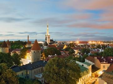 Несмотря на вечные пересчеты валюты в рубли и обратно, многие согласились бы съездить в командировку, например, в Таллин. Летом там еще и белые ночи