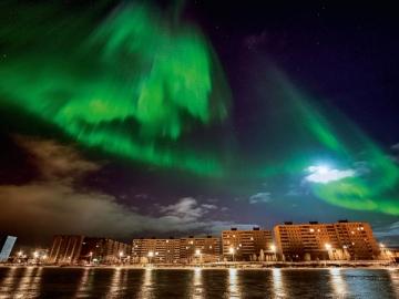 На Крайнем Севере жизнь другая: морозы крепче, отпуска длиннее. И во многих районах можно увидеть северное сияние