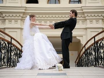 Если ваша сотрудница недавно вышла замуж, не забудьте уточнить, какая у нее теперь фамилия