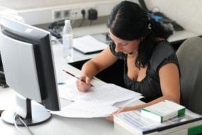 Новости: До приема в штат сотрудник работал по ГПД: как рассчитать пособие по болезни